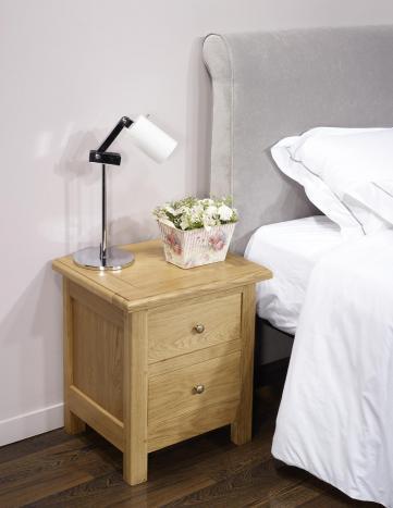 Chevet 2 tiroirs Gabriel réalisé en Chêne massif de style Campagne