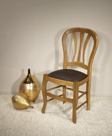 Chaise Gabriel réalisée en chêne massif de style Louis Philippe Assise Moleskine Chocolat