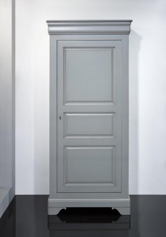 Bonnetiere 1 porte Clémence réalisé en merisier massif de style Louis Philippe Finition Gris Patiné Usé