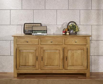 Buffet 3 portes 3 tiroirs réalisé en chêne massif de style Campagnard 1 seul disponible