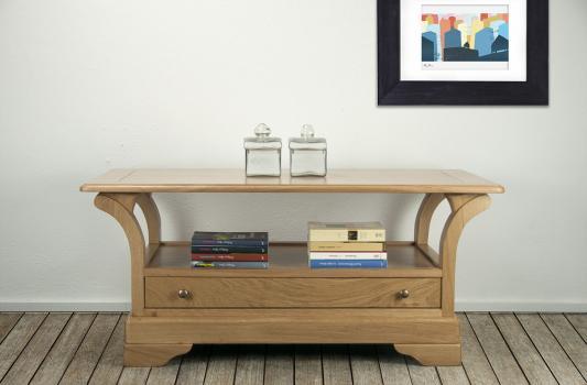 Table Basse Bertrand réalisée en Chêne Massif de style Louis Philippe  Plateau Bois