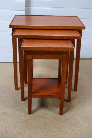 Tables gigognes en merisier massif de style Directoire