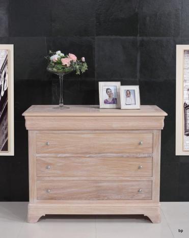 Commode 4 tiroirs Nicolas réalisé en Chêne Massif de style Louis Philippe Finition Chêne Brossé Blanchi