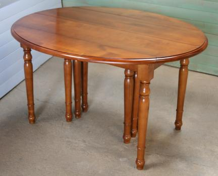 Table ovale à volets 135x110 en merisier massif de style louis philippe 10 pieds - 10 allonges de 40