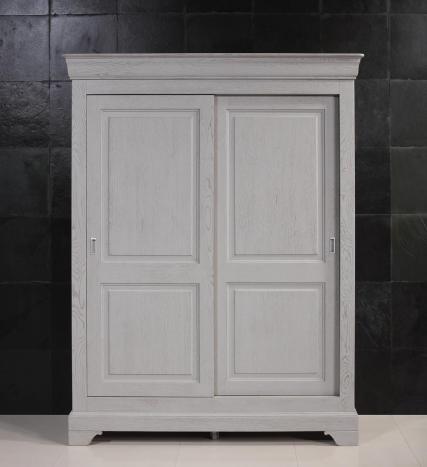 Armoire 2 portes Jean-Baptiste en Chêne Massif portes coulissantes de style Louis Philippe Finition Chêne Brossé Gris
