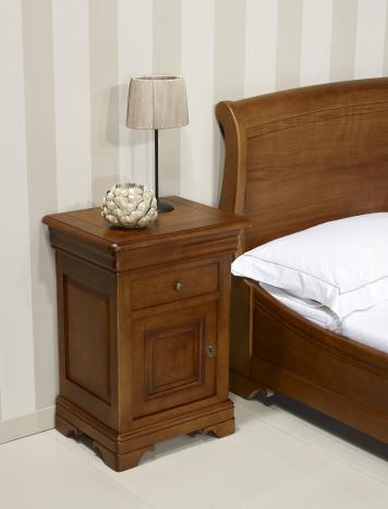 Chevet 1 porte 2 tiroirs Guillaume, réalisé en Chêne Massif de style Louis philippe Finition Chêne Moyen