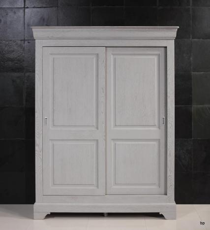 Armoire 2 portes Clara réalisée en Merisier Massif de style Louis Philippe Portes coulissantes Laqué Gris