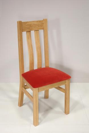 Chaise Léonor réalisée en Chêne Massif Assise Tissu  Ameublement  (celle de la photo) il nous reste 4 chaises