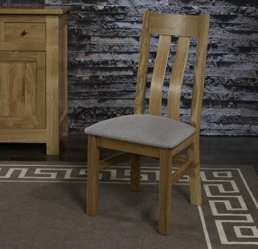 Chaise léonor réalisée en chêne massif assise tissu