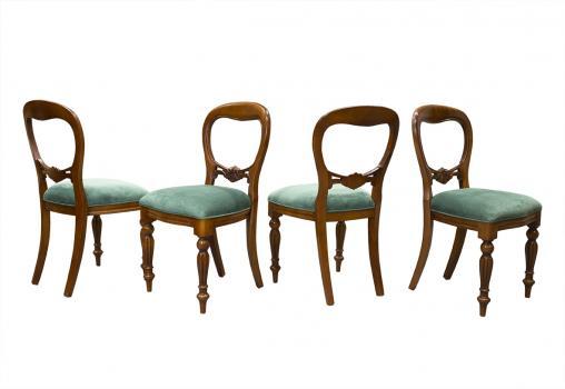 Lot de 4 Chaises  en merisier massif de style Louis Philippe Sculptées main